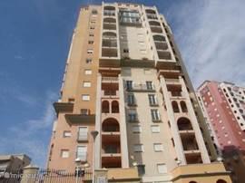 Het appartementencomplex vanwaar u van een geweldig zeezicht geniet