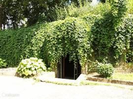 Ingang Eigen Wijnkelder van Kasteel Zemberovce