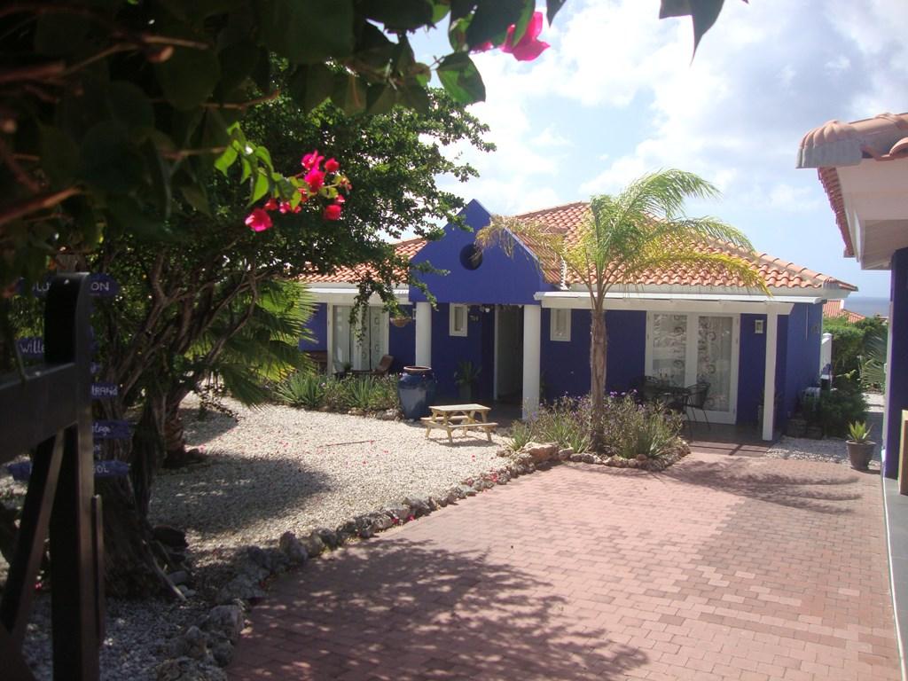Villa met zwembad(6 pers) met fraaie tuin op het mooie  Coral estate.Van 5-15 Nov 18 voor 10 dagen voor 1000,00 voor 2 pers (woning) excl ob