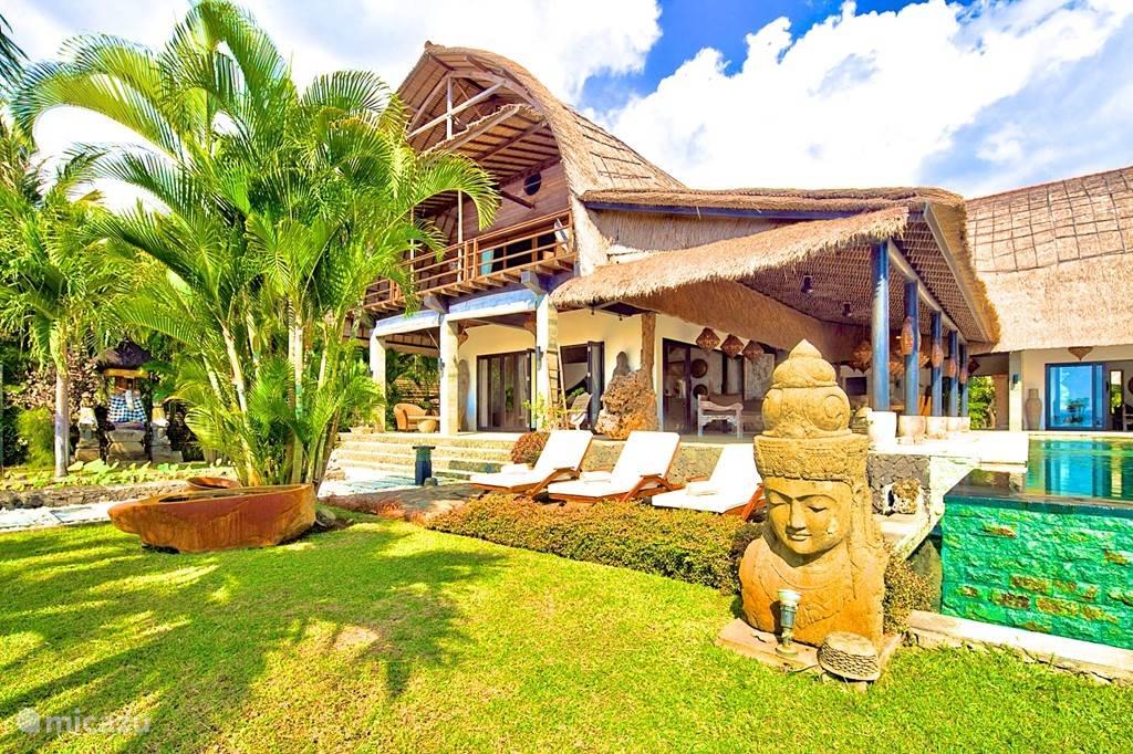 Rust en Relax  bij Villa Buddha.  Villa Buddha is een beeldentuin in de tropen.