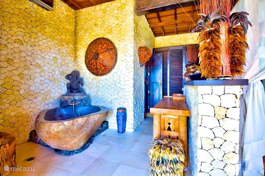 Natuurstenen bad badkamer 1 villabuddha