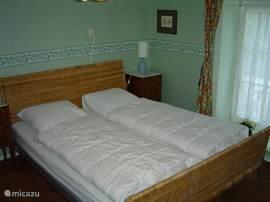 twee slaapkamers op de begane grond. ideaal voor senioren en moeilijk ter been zijnde gasten.