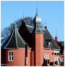 Het rijksmonument kasteel Coevorden gebouwd tijdens het bewind van Napoleon in het centrum van deze stad is tijdens openingstijden ook van binnen te bezichtigen. De historische vestingstad Coevorden uw bezoek meer dan waard.