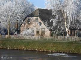 Met een beetje geluk is het kanaal 's winters dicht gevroren!