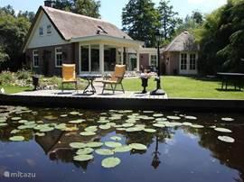 Het huis vanaf de waterkant