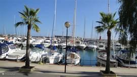 Moraira Haven; 8 km kustweg; prachtig rijden. En ook hier weer; met uitzicht op het water heerlijk eten... En visjes in het water spotten bij de boten na n copieuze lunch. Genieten!