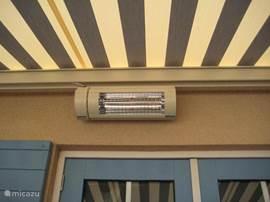 De electrische terrasoverkapping zorgt dat u lang kan genieten van het terras en als je dan ook nog eens de terrasverwarming aanzet dan hoef je eigenlijk niet meer naar binnen.