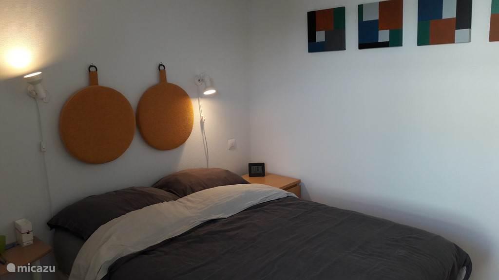 Slaapkamer met tweepersoonsbed (190x140)