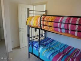 Stapelbed in kinderslaapkamer.