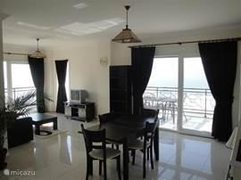 woonkamer met magistraal uitzicht en van alle gemakken voorzien.