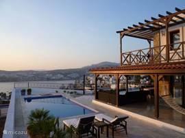 Brede veranda, eigen zwembad en zonneterras