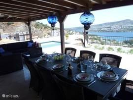 Lunch met uitzicht over de baai