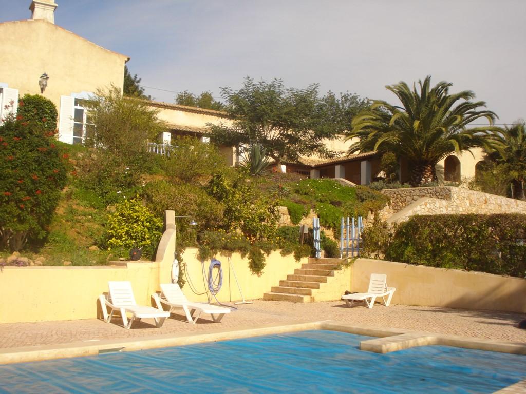 20% Last minute korting op Quinta do Abraco op welke week dan ook in Mei . Heerlijk huis op TOP locatie met groot verwarmd zwembad en uitzicht op zee.