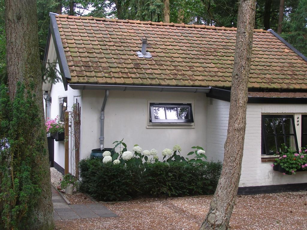 Lekker even weg, genieten van de rust, wandelen en fietsen over de Veluwe. Welkom in ons gezellig en schoon gastenverblijf.